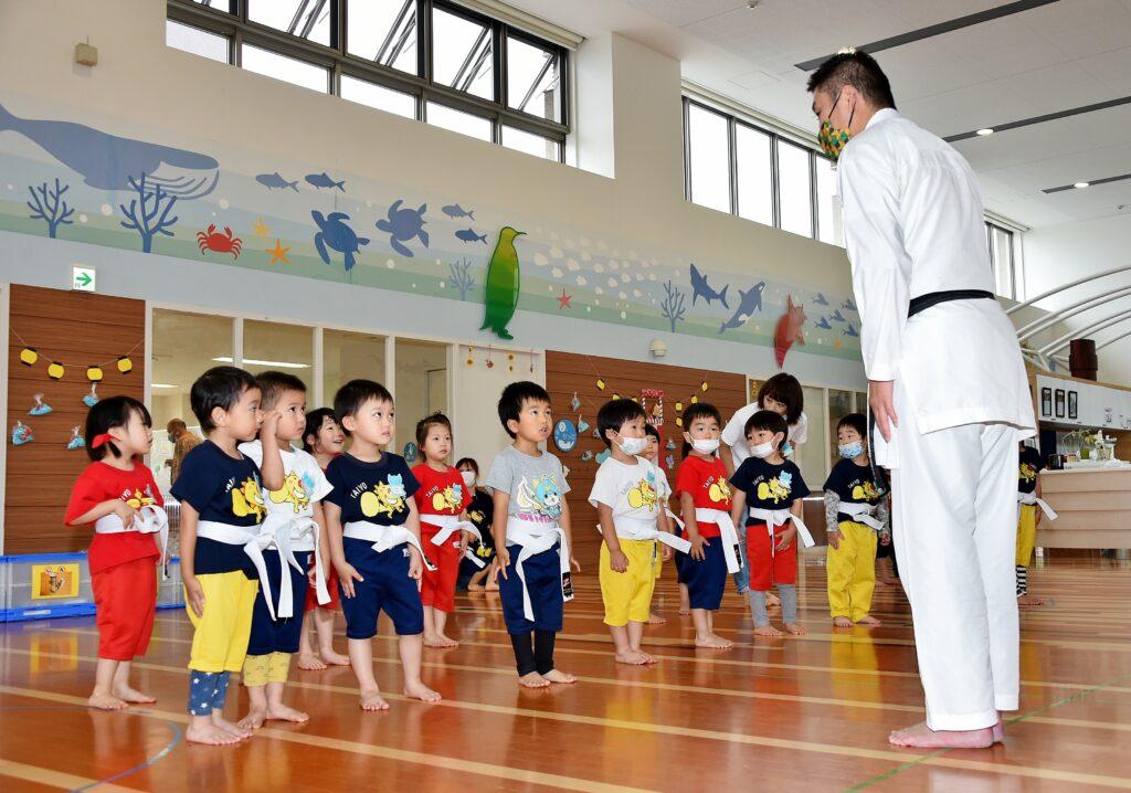 幼稚園空手(起立)